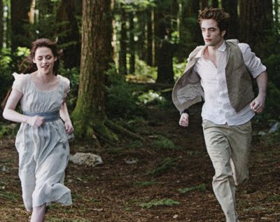 new_moon_edward_bella_running